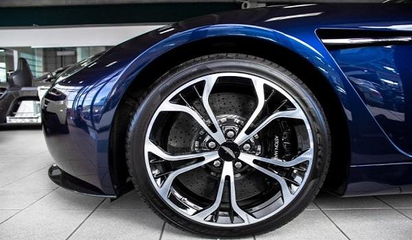 Aston Martin V12 Zagato-3